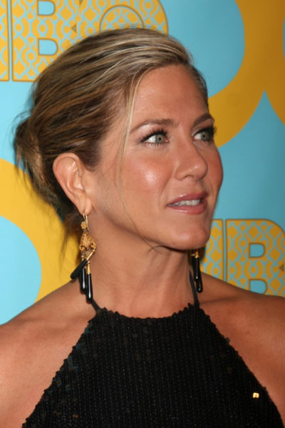 Jennifer Aniston with he long blonde pony-tailed hairstyle at the HBO Post Golden Globe Party 2015.