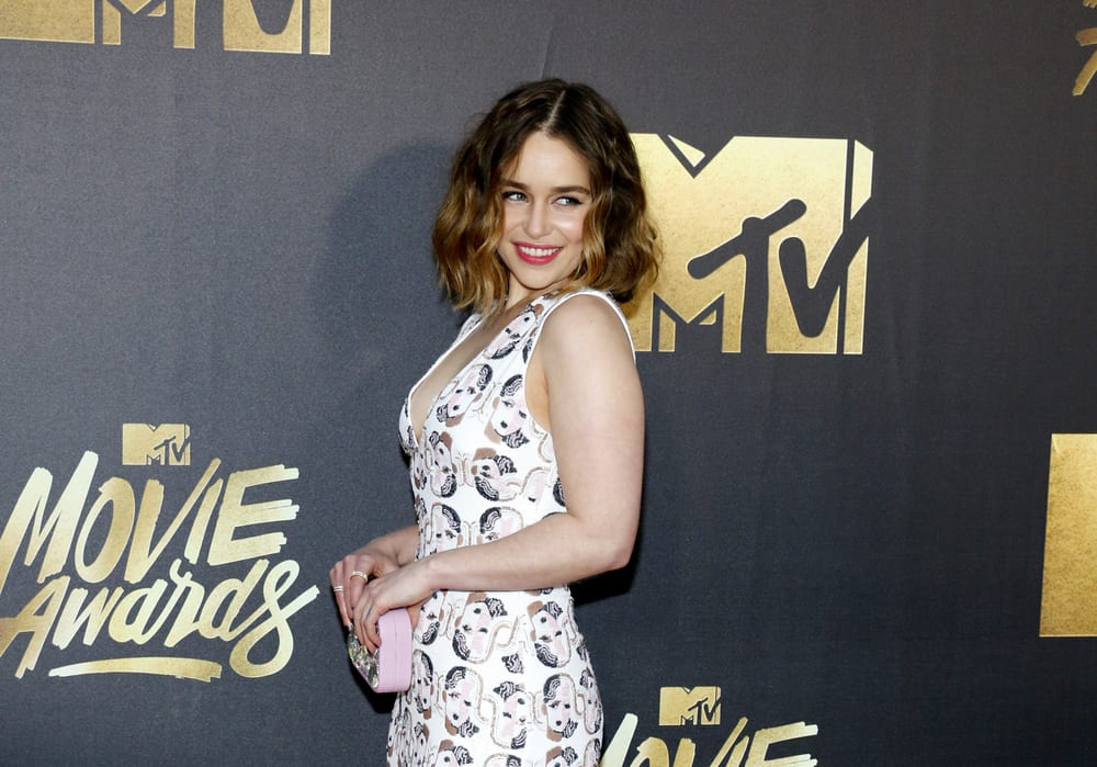 Emilia Clarke with medium-length wavy hair at the 2016 MTV Movie Awards.