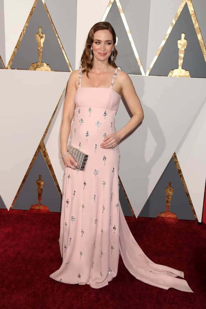 Emily Blunt with classy her brunette shoulder length wavy hair at the 88th Annual Academy Awards - Arrivals 2016
