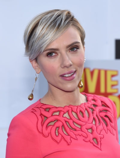 Scarlett Johansson with her pixie hairstyle at the 2015 MTV Movie Awards.