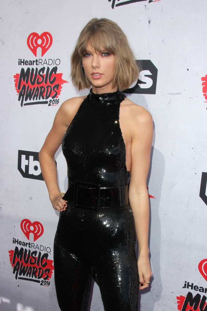 Taylor Swift bob-cut hairstyle at the 2016 iheartRadio Music Awards.