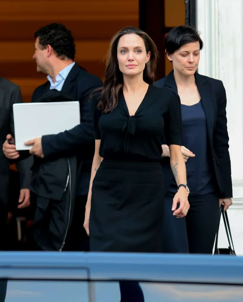 On March 16, 2016, Hollywood star and UN refugee agency envoy Angelina Jolie left the Greek Prime minister's office in Athens following a meeting with Greek Prime minister. She wore a black smart casual outfit with her loose medium-length hairstyle.