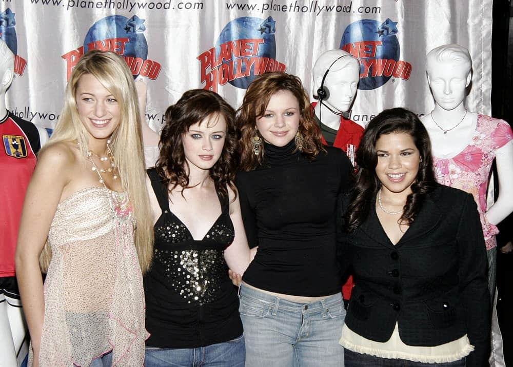 Blake Lively, Alexis Bledel, Amber Tamblyn, America Ferrera were at the Sisterhood of the Travelling Pants memorabilia presentation at the Planet Hollywood in New York back in May 25, 2005. The young Blake Lively wore a casual jeans outfit with her long and straight side-swept hairstyle.