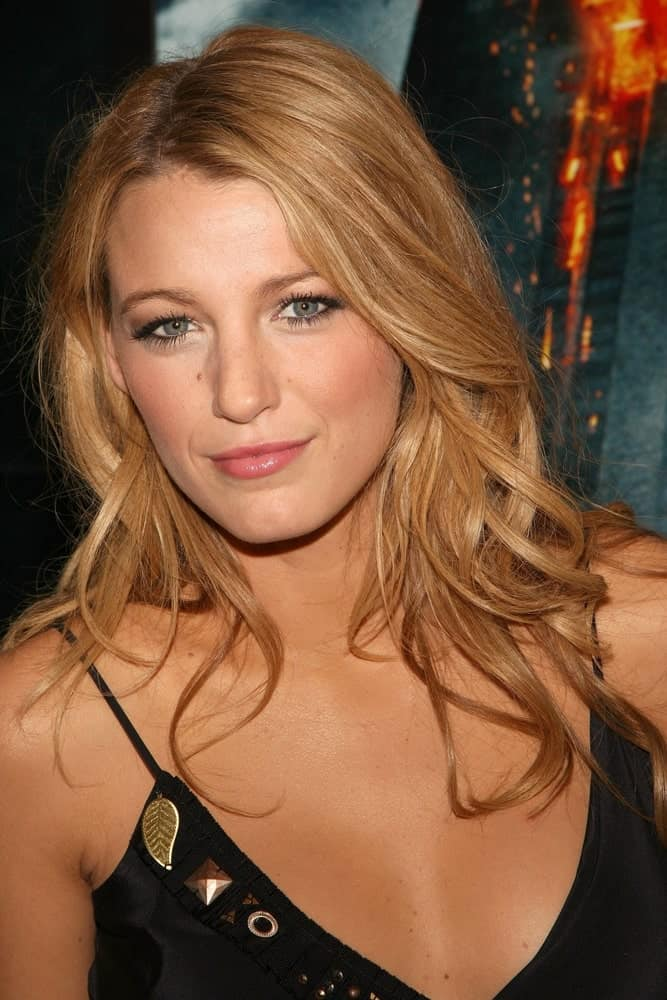 Blake Lively sported a sandy blond loose and tousled hairstyle at The Dark Knight World Premiere, AMC Loews Lincoln Square in New York back in July 14, 2008.