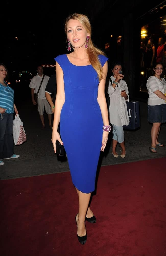 Blake Lively looked like a goddess in her Victoria Beckham dress and side-swept straight blond hairstyle at Saks Fifth Avenue New Third Floor Unveiling in New York back in September 9, 2009.