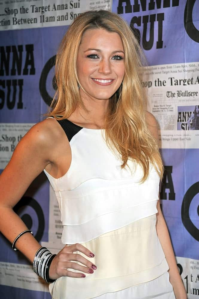 Blake Lively's loose and tousled waves with highlights stand out against her lovely white dress at the Limited-Edition Anna Sui for Target Gossip Girl Collection Launch Party in SoHo, New York last September 9, 2009.