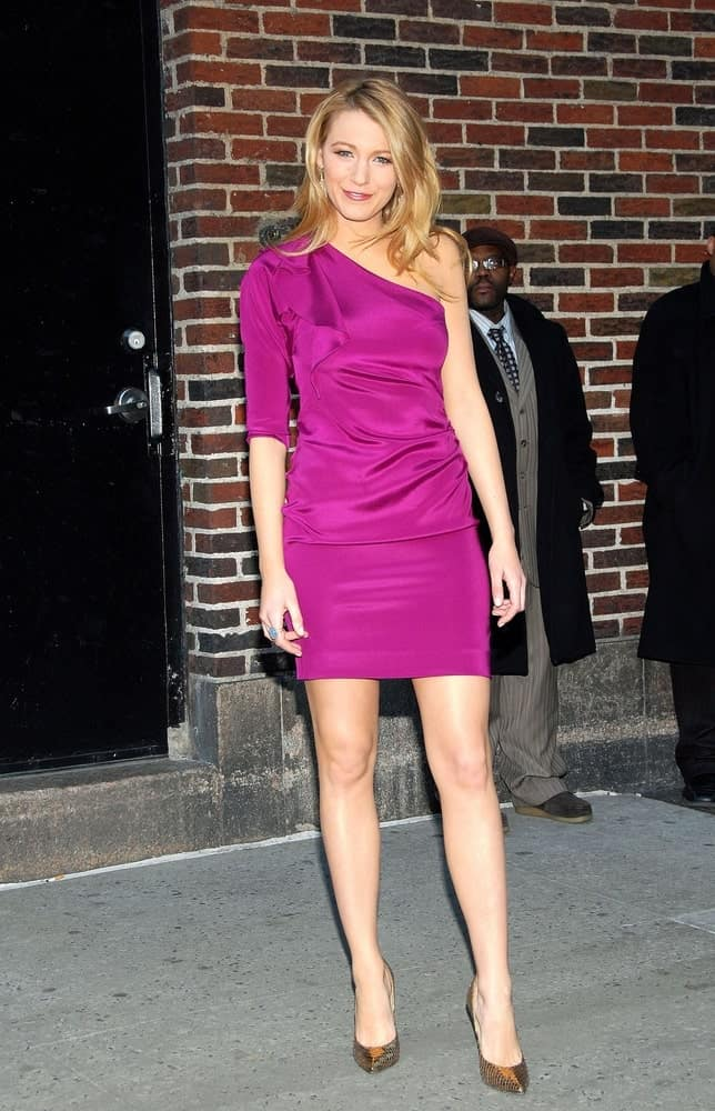 Blake Lively was stunning in her Diane von Furstenberg dress and Jimmy Choo shoes at talk show appearance for The Late Show with David Letterman last March 24, 2009. She topped this off with her tousled and loose blond layers.
