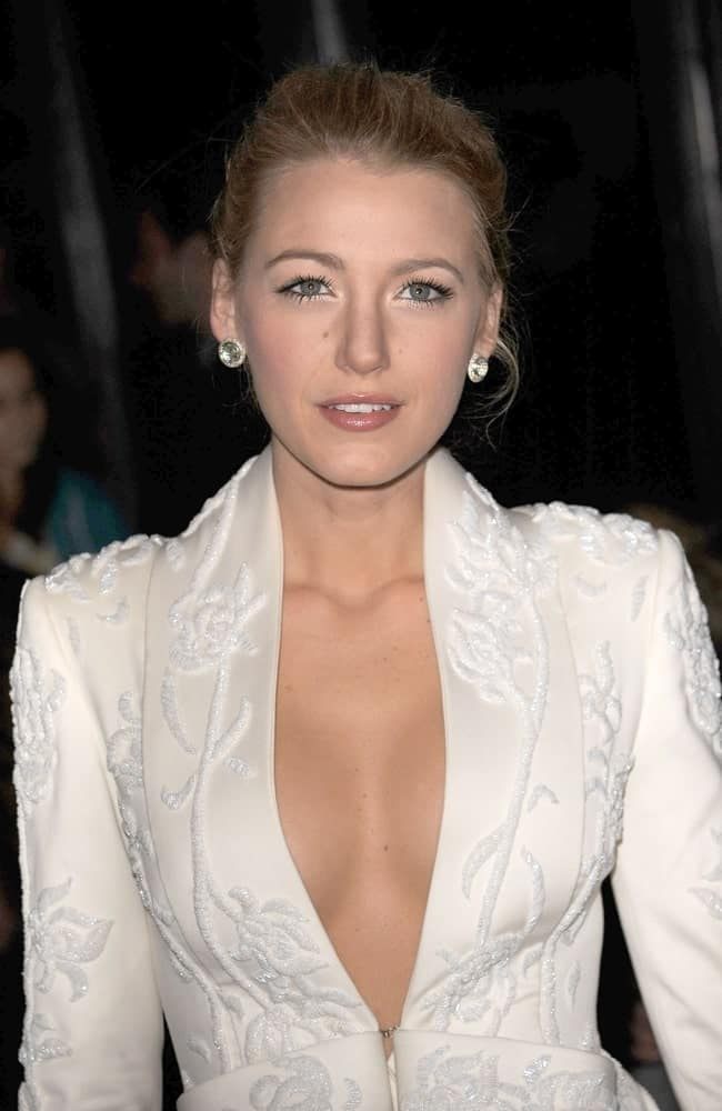 Blake Lively was a vision in white with her Marchesa dress and messy upstyle with tendrils at The Private Lives of Pippa Lee Special Screening in New York last November 15, 2009.