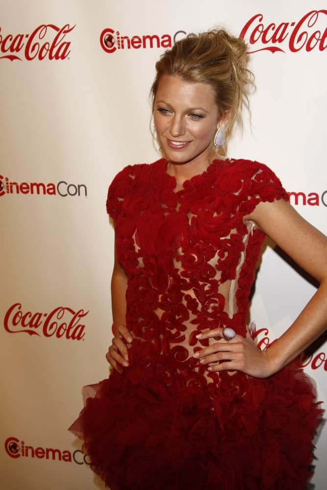 Blake Lively looked great in her sexy red dress and messy upstyle with tendrils at the CinemaCon awards ceremony at the Pure Nightclub at Caesars Palace in Las Vegas, Nevada last March 31, 2011.