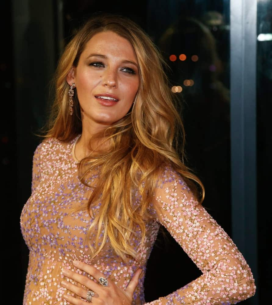 Actress Blake Lively attended God's Love We Deliver at the Golden Heart Awards back in October 16, 2014 in New York City. She wore a sexy sheer dress with her loose and tousled sandy blond waves.