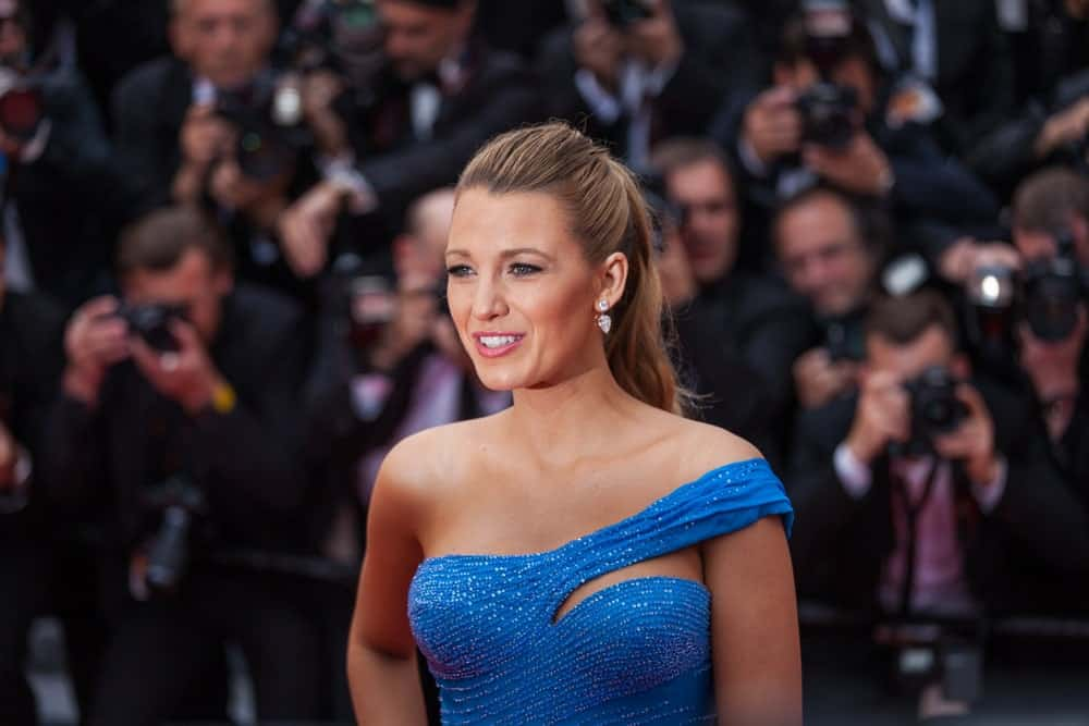 Back in May 14, 2016, Blake Lively attended 'The BFG' premier during the 69th Annual Cannes Film Festival. She came in a sexy and stylish blue gown and highlighted wavy ponytail hairstyle.