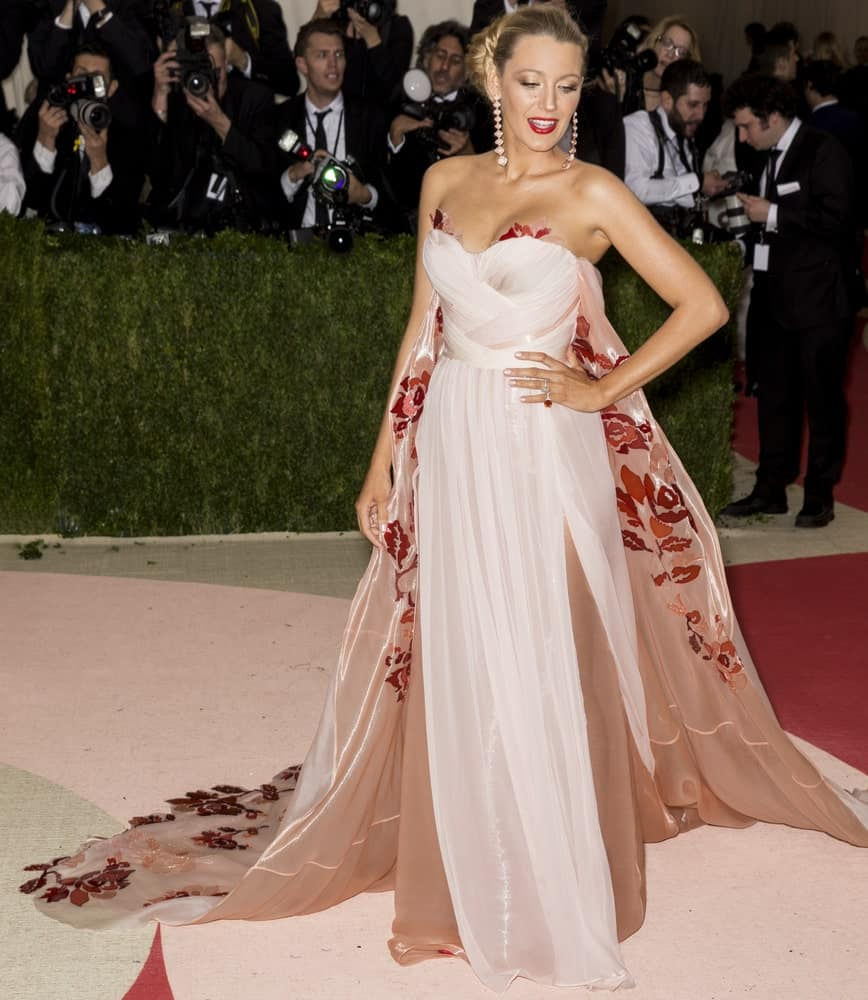 Blake Lively wore a gorgeous floral gown to go with her large bun upstyle when she attended the Manus x Machina Fashion in an Age of Technology Costume Institute Gala at the Metropolitan Museum of Art last May 2, 2016.
