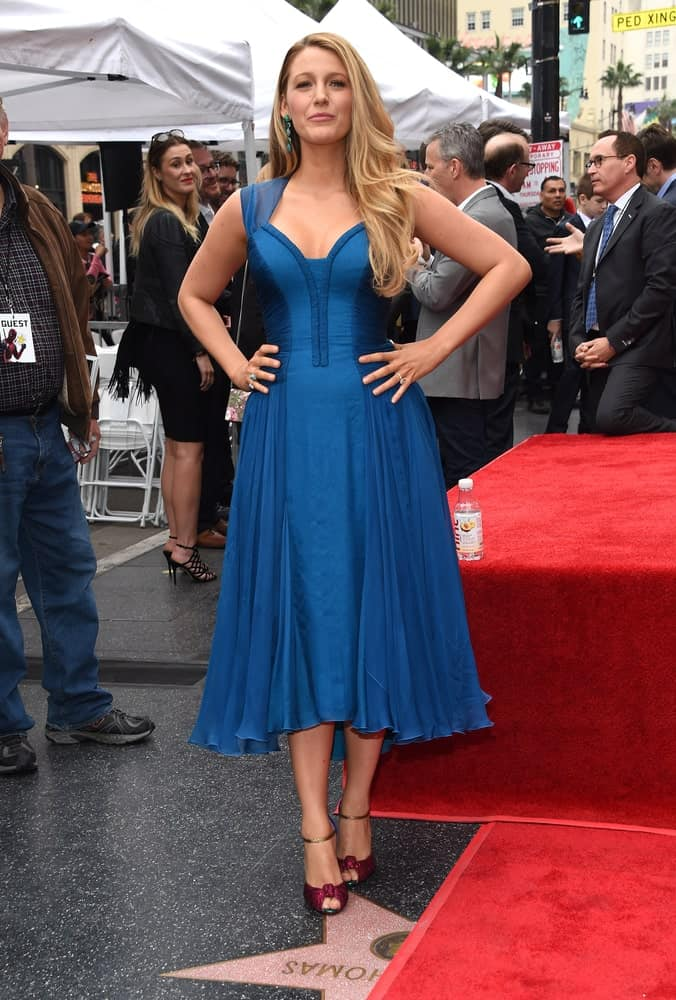 Blake Lively was at the Walk of Fame honoring Ryan Reynolds back in December 15, 2016 in Hollywood, CA. She looked sophisticated in her gorgeous blue dress and long wavy side-swept hairstyle.