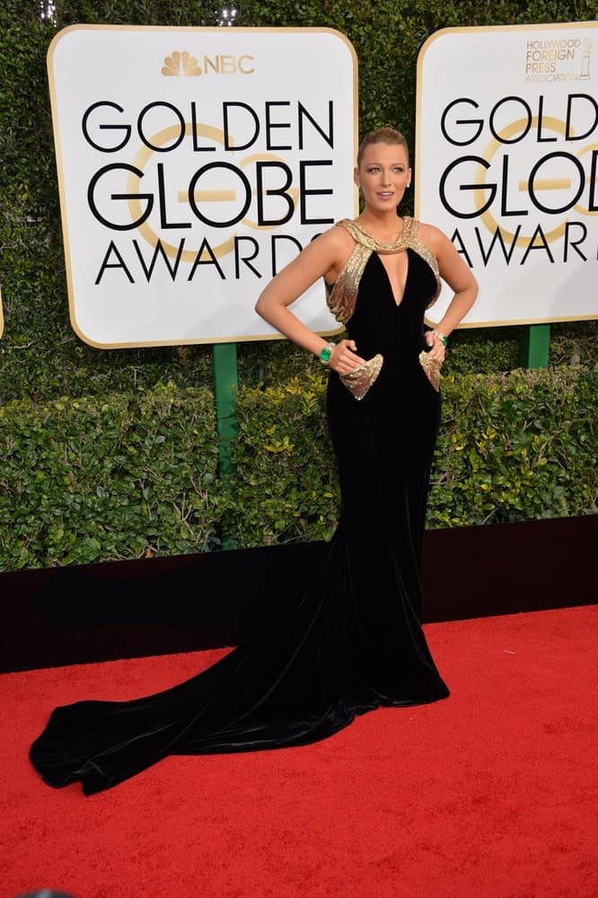 Last January 8, 2017, Blake Lively was quite stunning in her black and gold long gown at the 74th Golden Globe Awards at The Beverly Hilton Hotel. It was further enhanced with her elegant and slick upstyle emphasized her neck.