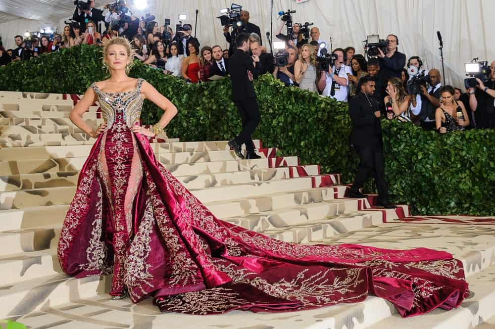 Blake Lively was like a goddess in her detailed long gown when she attended the Metropolitan Museum of Art Costume Institute Benefit Gala last May 7, 2018. She paired this with a detailed upstyle and simple make-up.