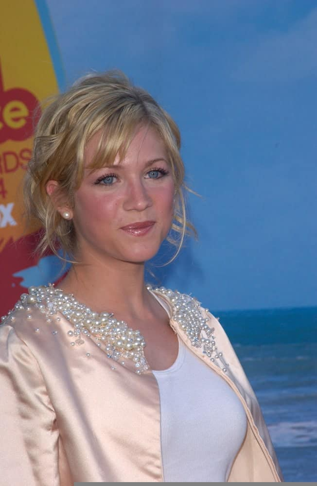 Brittany Snow was at the 2004 Teen Choice Awards at Universal Studios, Hollywood on August 8, 2004. She wore a casual outfit with her messy blonde bun hairstyle with bangs and tendrils.
