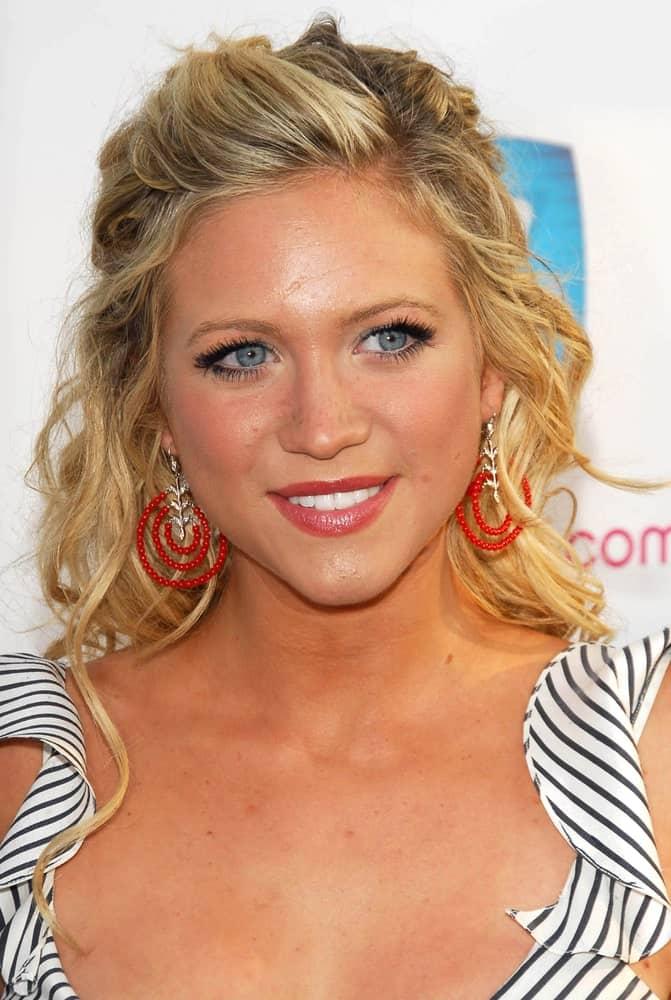 Brittany Snow was at the Movieline's Hollywood Life 8th Annual Young Hollywood Awards at Henry Fonda Music Box Theater on April 30, 2006 in Hollywood, CA. She was seen wearing a striped sundress with her half-up tousled curly blonde hair.