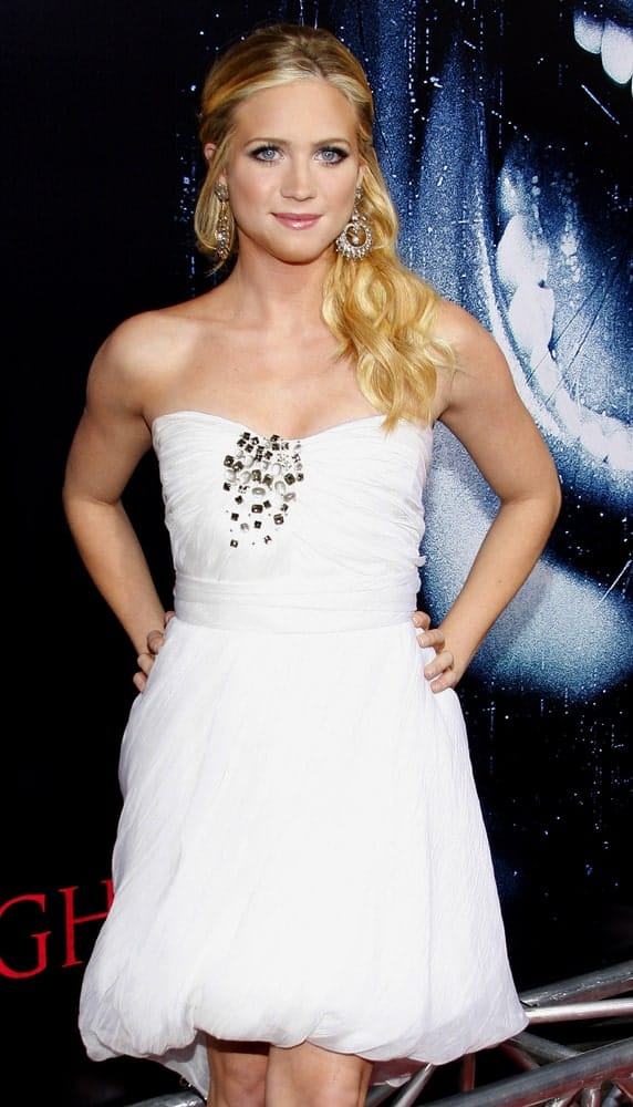Brittany Snow was at the World premiere of 'Prom Night' held at the Arclight Theater in Hollywood on April 9, 2008. She wore a white strapless dress that went well with her long blonde half-up hairstyle with waves and layers.