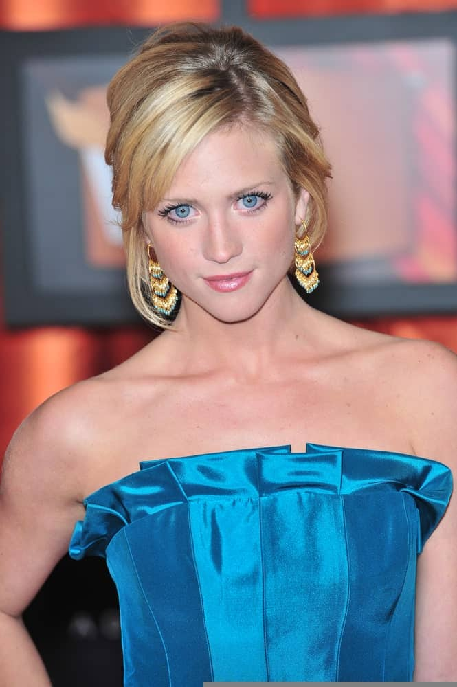 Brittany Snow attended the 13th Annual Critics' Choice Awards at the Santa Monica Civic Auditorium on January 7, 2008 Los Angeles, CA. Her elegant blue strapless dress paired well with her messy and highlighted blonde upstyle with loose tendrils.