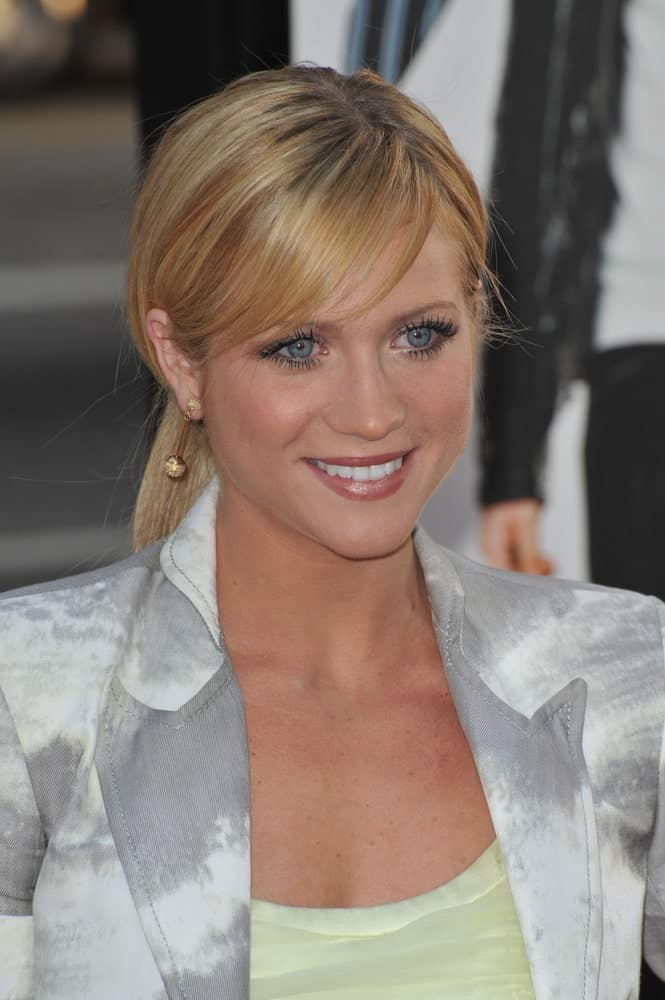 On April 14, 2009, Brittany Snow attended the Los Angeles premiere of