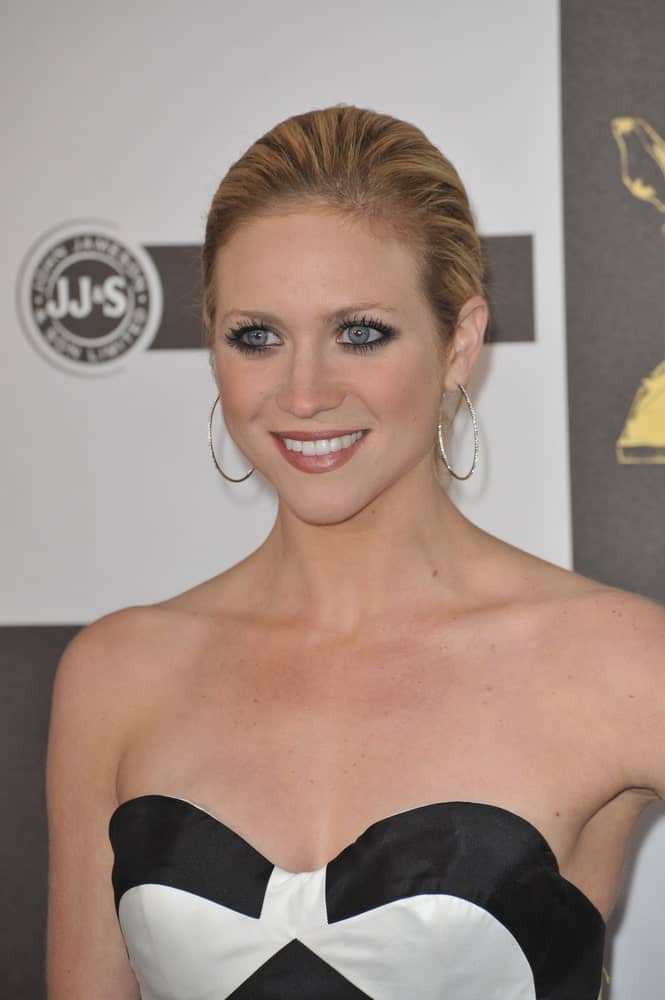 On March 5, 2010, Brittany Snow attended the 25th Anniversary Film Independent Spirit Awards at the L.A. Live Event Deck in downtown Los Angeles. She came in a stunning black and white strapless dress to pair with her slicked-back highlighted hairstyle.