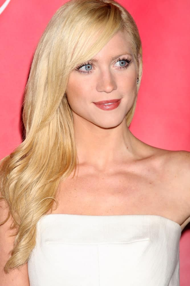 Brittany Snow was at the NBC TCA Winter 2011 Party at Langham Huntington Hotel on January 13, 2010 in Pasadena, CA. She wore a white strapless dress to pair with her long blonde side-swept hairstyle that has layers and side-swept bangs.