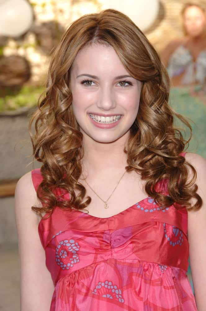 Emma Roberts was at the Los Angeles premiere of her new movie Aquamarine on February 26, 2006 in Los Angeles, CA. She wore a charming sundress with her long and curly brunette hairstyle that is loose and tousled.