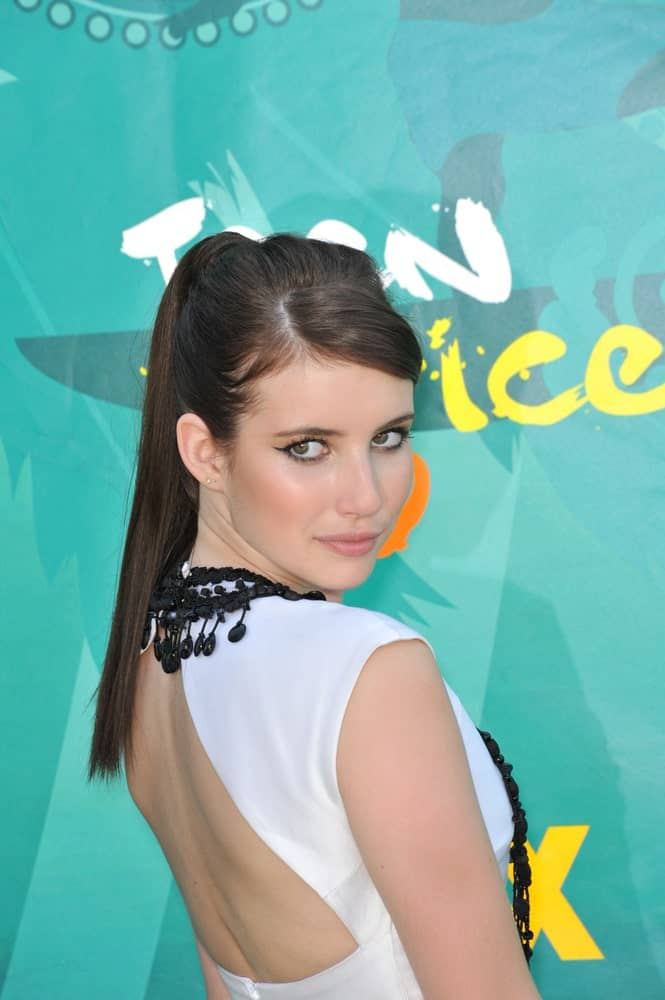 Emma Roberts attended the 2009 Teen Choice Awards at the Gibson Amphitheatre, Universal City on August 9, 2009 in Los Angeles, CA. She was charming in her white dress that she paired with her long and dark ponytail hairstyle.