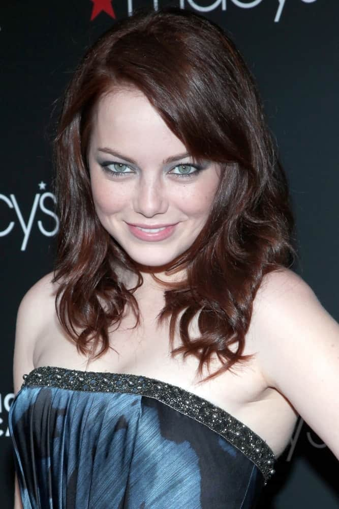 Emma Stone was at the Macy's Come Together Campaign Launch Dinner Party to Benefit FEEDING AMERICA, Macy's Herald Square Department Store in New York, NY on September 15, 2009. She wore a blue dress with her loose and tousled dark layers.