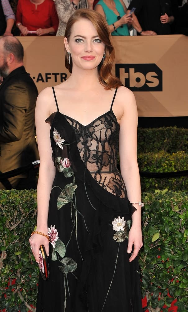 Emma Stone's simple yet gorgeous floral dress went perfectly well with her side-swept silky and wavy hairstyle that has a dark red tone at the 23rd Annual Screen Actors Guild Awards held at the Shrine Expo Hall in Los Angeles on January 29, 2017.