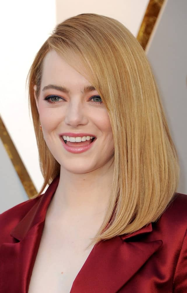 Emma Stone dyed her locks blond and sported a shoulder-length side-swept straight bob hairstyle at the 90th Annual Academy Awards held at the Dolby Theatre in Hollywood on March 4, 2018.