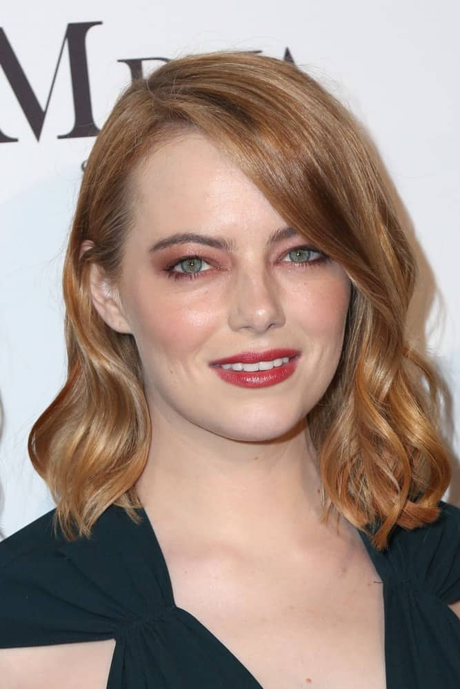 Emma Stone showcased her beautiful face and lovely smile with her gorgeous make-up and short red hair with side-swept long bangs and waves at the Marie Claire Image Makers Awards 2018 at the Delilah on January 11, 2018 in West Hollywood, CA.
