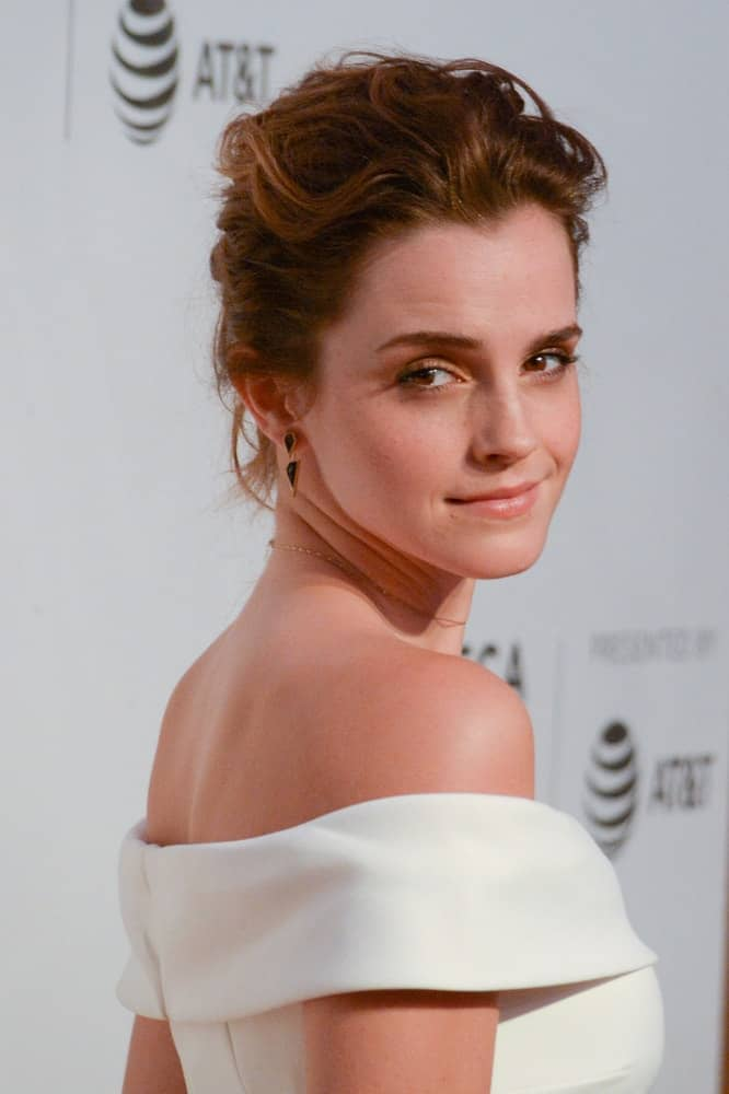 Actress Emma Watson attended 'The Circle' Premiere at the BMCC Tribeca PAC on April 26, 2017 in New York City. Her elegant white off-shoulder outfit went quite well with her loose and wavy upstyle and simple make-up.
