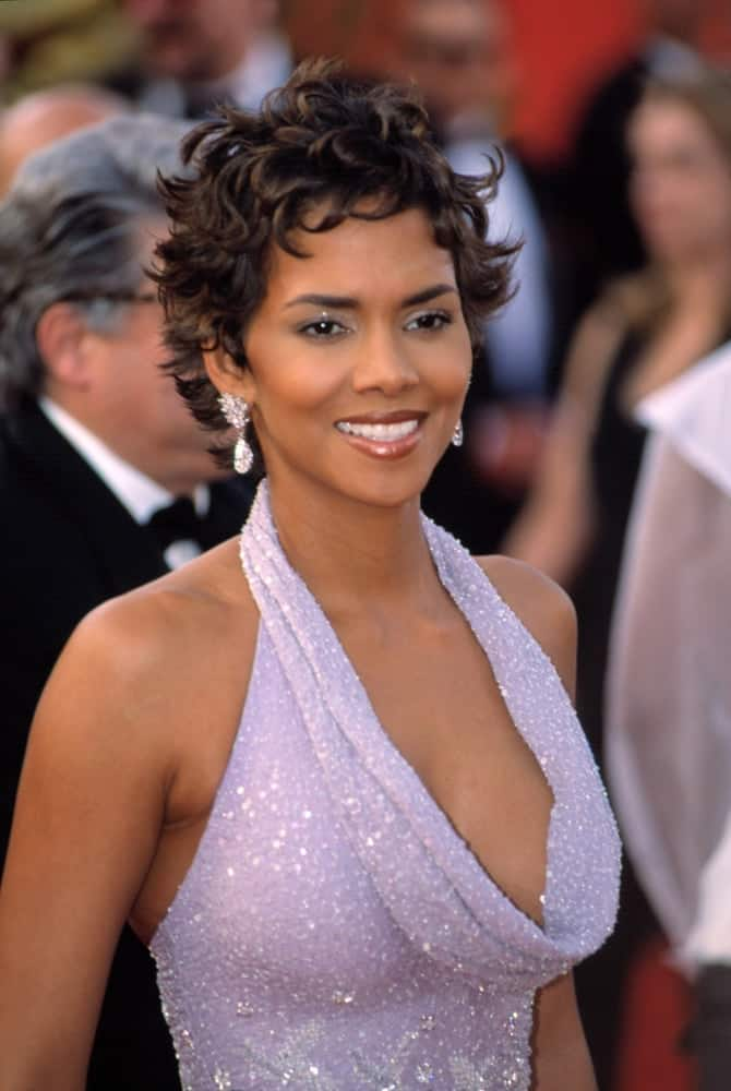 Halle Berry wore an elegant purple Badgley Mischka dress with her short black curly hairstyle at the Academy Awards in Los Angeles on March 25, 2001.