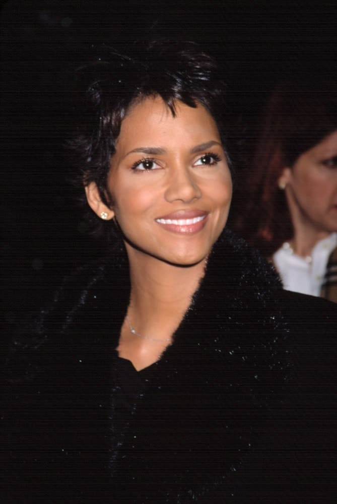 Halle Berry was at the NATIONAL BOARD OF REVIEW AWARDS in New York on January 7, 2002. She kept warm in her black winter coat that totally went great with her spiky pixie hairstyle.