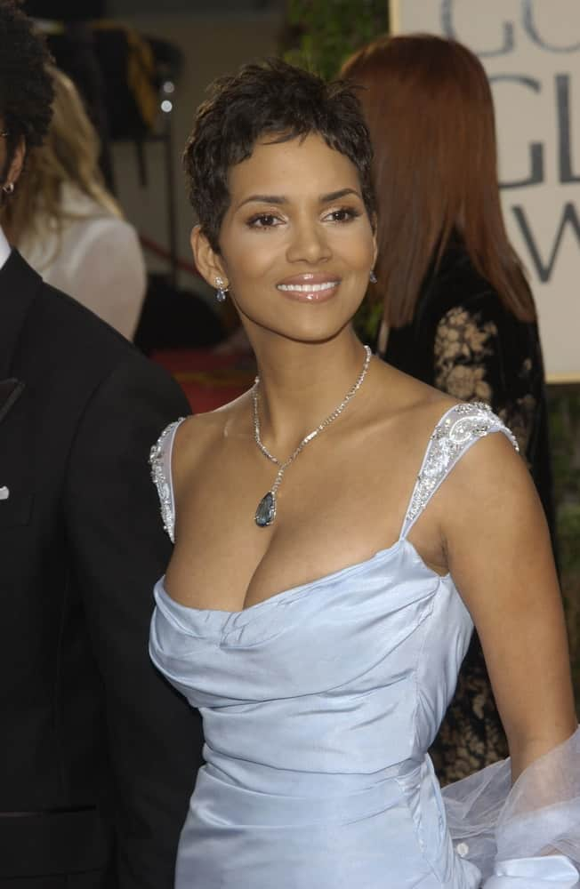 On January 19, 2003, Halle Berry attended the Golden Globe Awards at the Beverly Hills Hilton Hotel. She was the picture of elegance and poise in her lovely blue gown and tousled pixie hairstyle.