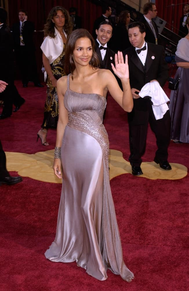 Halle Berry paired her elegant silky gown with an equally smooth straight hairstyle loose on her shoulders at the 77th Annual Academy Awards at the Kodak Theatre in Hollywood, CA on February 27, 2005.