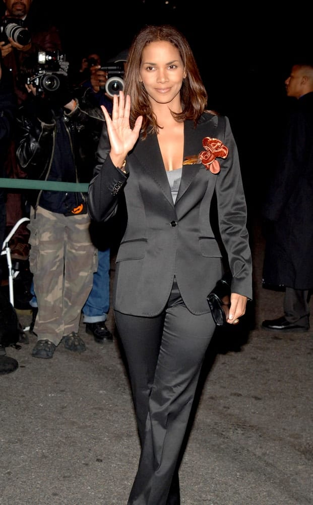 Halle Berry was at The 2005 National Board of Review of Motion Pictures Awards held at the Tavern on the Green Restaurant in New York, NY on January 10, 2006. She wore a black suit decorated with a floral brooch shoulder-length layered hairstyle with curls at the tips.