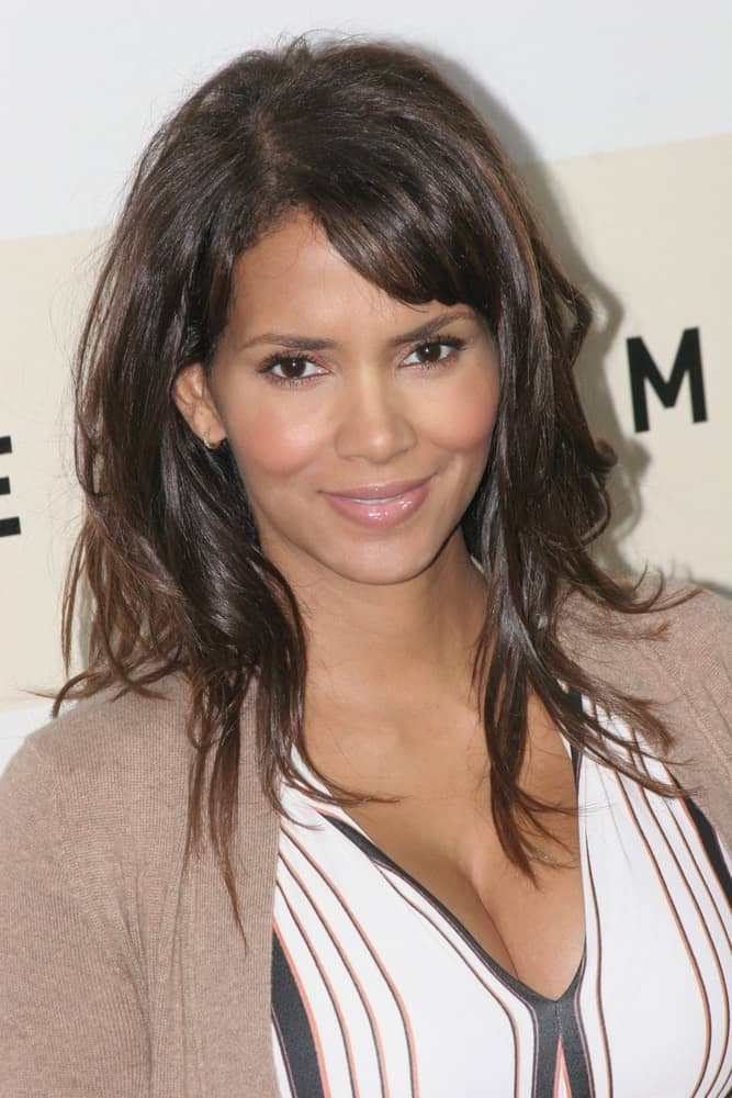 Halle Berry attended the photocall for 'Things We Lost In The Fire'' during the Rome Film Festival on October 26, 2007 in Rome, Italy. She was wearing simple casual clothes to complement her loose and tousled layers with side-swept bangs.