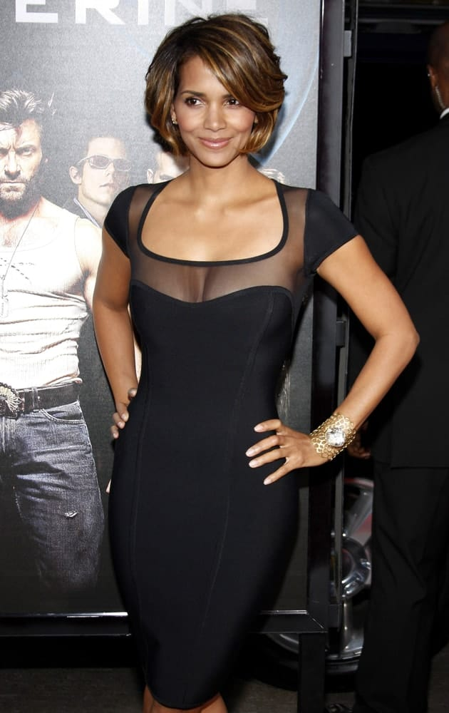 Halle Berry had a thick and short hairstyle that has highlights and side-swept bangs at the Los Angeles Premiere of