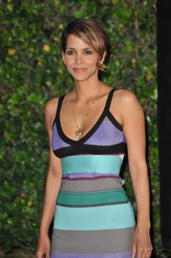 On April 20, 2009, Halle Berry wore a colorful casual dress with her highlighted short hair incorporated with curly side-swept bangs at the Los Angeles premiere of The Soloist at Paramount Theatre, Hollywood.