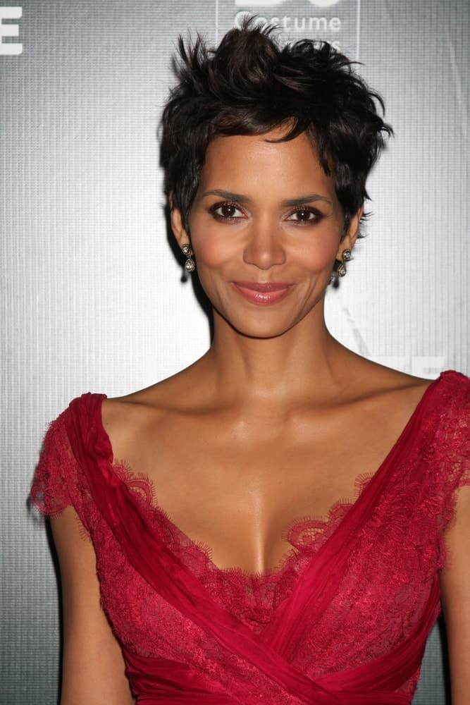 Halle Berry was at the 13th Annual Costume Designers Guild Awards at Beverly Hilton Hotel on February 22, 2011 in Beverly Hills, CA. She came wearing a lovely and fashionable red dress to match her tousled raven pixie hairstyle with a slight side-swept finish.