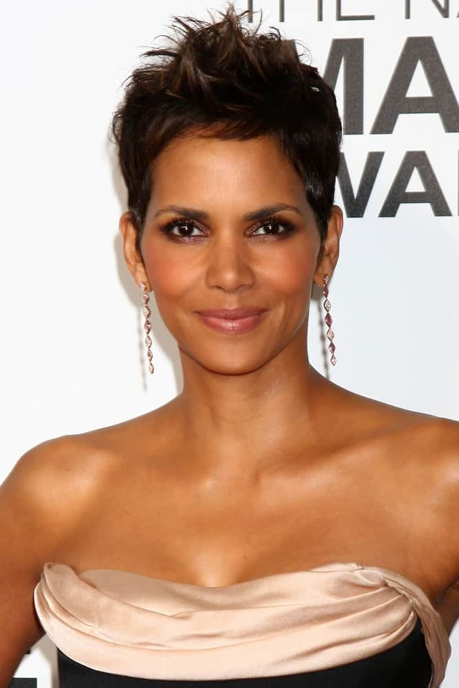 Halle Berry was at the 44th NAACP Image Awards at the Shrine Auditorium on February 1, 2013 in Los Angeles, CA. She wore a stunning strapless dress that she paired with her spiky pixie hairstyle.