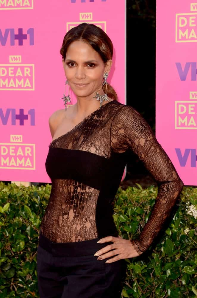 Halle Berry flaunted her sexy figure with a form-hugging sheer outfit that she paired with her low ponytail with highlights at the VH1`s 2nd Annual Dear Mama: An Event To Honor Moms on the Huntington Library on May 6, 2017 in Pasadena, CA.