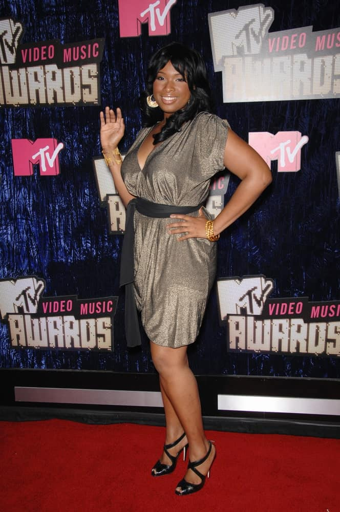 Jennifer Hudson attended the 2007 MTV Video Music Awards at the Palms resort & Casino, Las Vegas on September 10, 2007. She was charming in a gray dress to pair with her long and curly raven hairstyle.