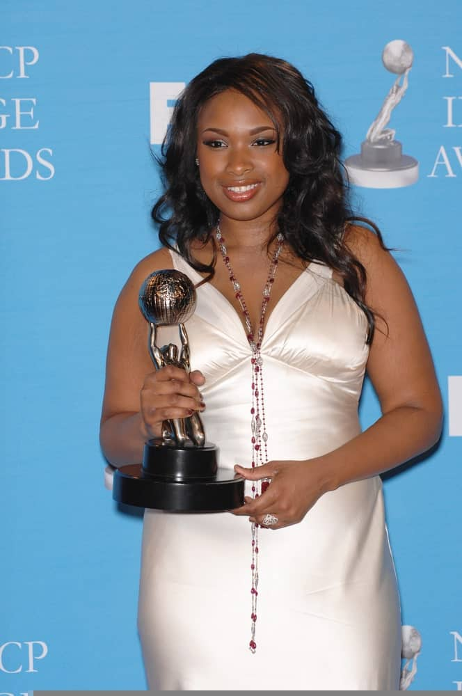Jennifer Hudson attended the 38th NAACP Image Awards at the Shrine Auditorium, Los Angeles on March 3, 2007. She was stunning in a pearly white dress to pair with her long and wavy raven hairstyle that is loose and tousled.