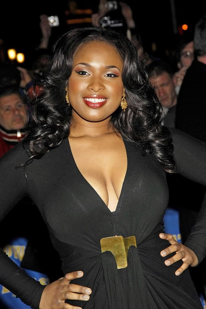 Jennifer Hudson attended the talk show appearance for The Late Show with David Letterman in Ed Sullivan Theater, New York, NY on January 08, 2007. SHe was charming in a black dress that she paired with her long and tousled curly raven hairstyle.