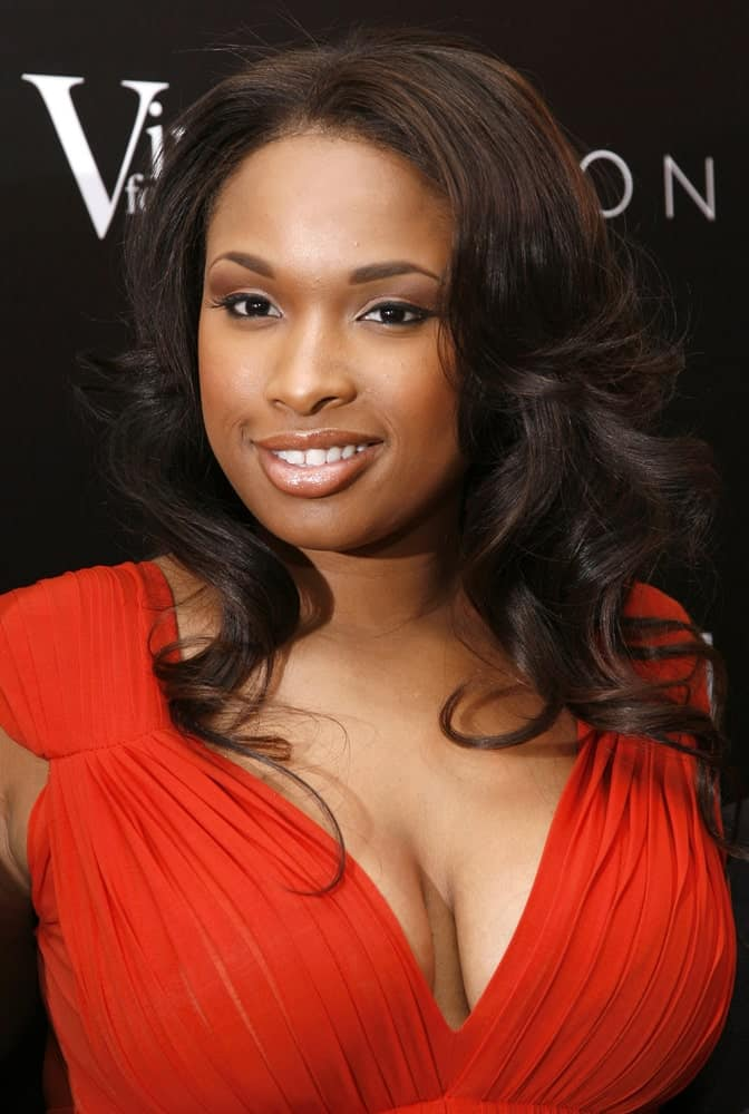 Jennifer Hudson attended a reception following the Global Summit For A Better Tomorrow at the United Nations on March 7, 2007 in New York City. She came wearing a lovely red dress to go with her long tousled curly hairstyle with layers.