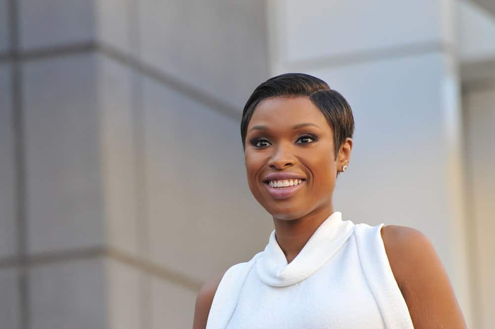 On November 13, 2013, actress/singer Jennifer Hudson was honored with the 2,512th star on the Hollywood Walk of Fame. She wore a lovely white dress with her slick side-parted pixie hairstyle.