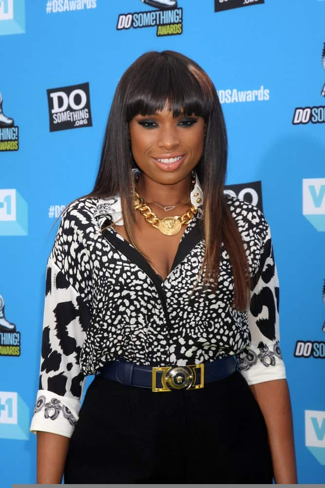 Jennifer Hudson was at the 2013 Do Something Awards at the Avalon on July 31, 2013 in Los Angeles, CA. She wore a patterned smart casual outfit with her long straight raven hairstyle with highlights and blunt bangs.